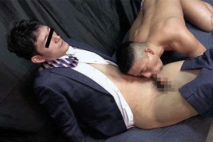 外回り中の営業リーマンを捕まえて昼間から休憩セックス!!.jpg