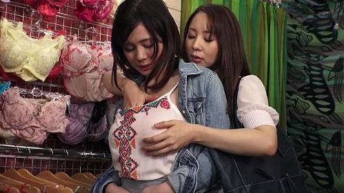成宮いろは 吉川あいみ 巨乳のショップ店員が女性客にレズられて店内でエッチ