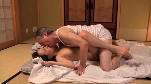 冴島かおり 夫の浮気を知り寂しさを埋めるように義父とできてしまった嫁