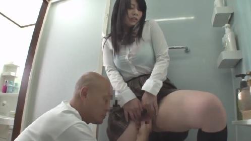 里咲しおり 彼氏に中出しされちゃった女子校生がアソコに指を入れてかき出していたら・・・