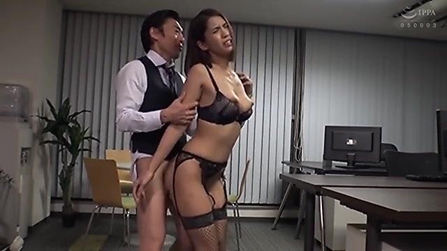 豊中アリス セクシーランジェリーを着たハーフ系タレントの中出しセックス