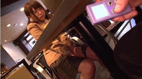 リモコンバイブを固定されたまま…羞恥散歩させられちゃう女子校生