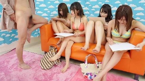海水浴場でナンパした水着ギャルたちと乱交セックス