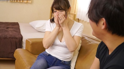 仲間明日香巨乳の美人妻がAVデビューでフェラ・手コキ