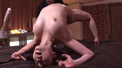 篠田ゆうエステ店で媚薬による快楽施術受けた超敏感な女の子がエビ反りでイキまくり