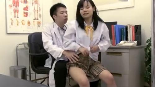 加賀美シュナ春の健康診断で男性医師にセクハラされてハメられちゃう女子校生の盗撮動画