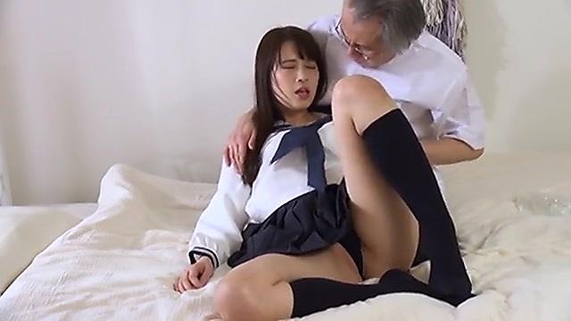 長澤ルナ 診察に訪れた女子校生に媚薬を処方して中出しエッチする悪徳薬剤師