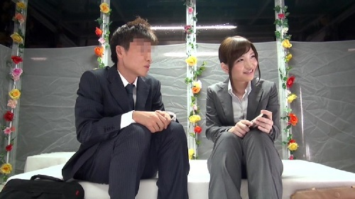 【MM号】 職場で働く先輩女子が後輩男子と恥ずかしいエッチ