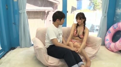 【MM号】海水浴場でナンパされた女の子が童貞君と筆おろしエッチ