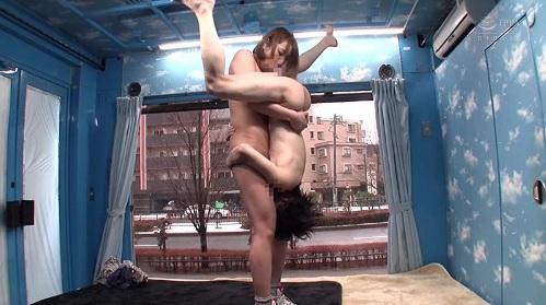 【MM号】高身長のアスリート女子がチビ男と男女逆転!?の凸凹セックス