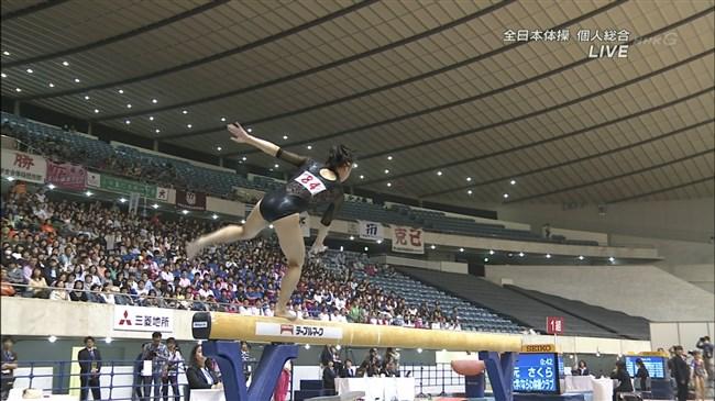 湯元さくら~全日本体操でのレオタード姿で開脚した股間からハミ出しそうで興奮!0003shikogin