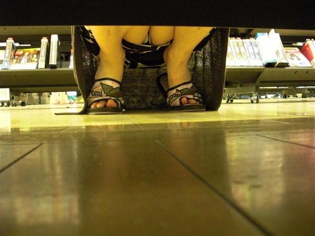 陳列棚の下を覗いたらパンチラの宝庫だった件wwwwww0004shikogin
