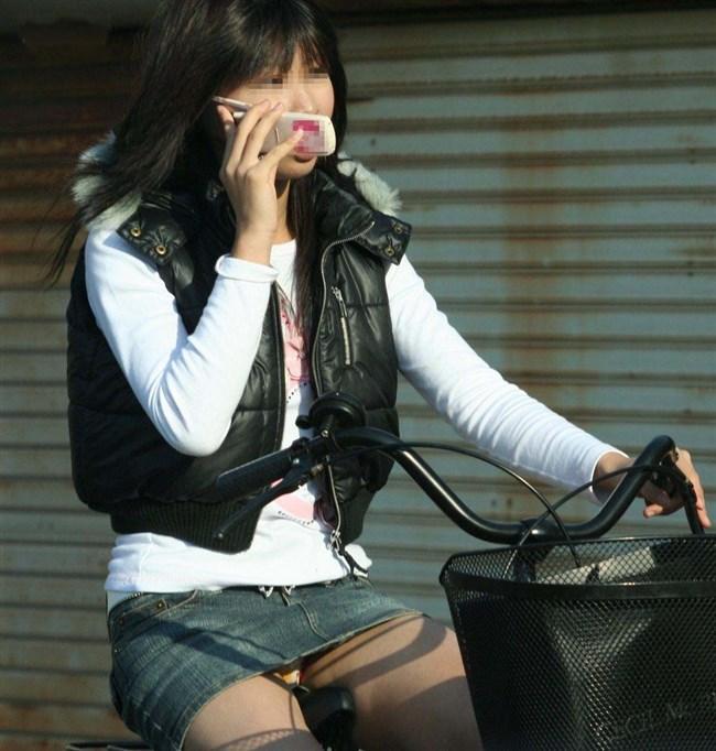 パンツ丸見え!ミニスカなのに自転車に乗ると当然こうなるwwwwwwww0001shikogin