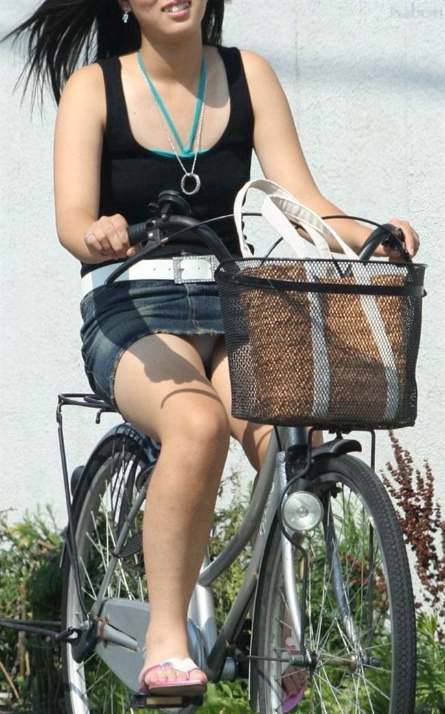 パンツ丸見え!ミニスカなのに自転車に乗ると当然こうなるwwwwwwww0004shikogin