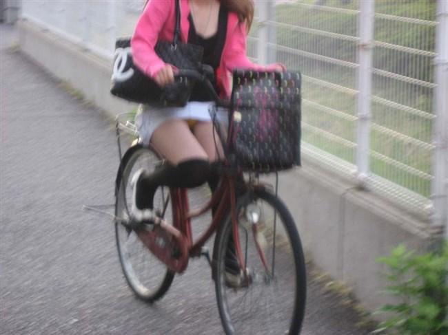 パンツ丸見え!ミニスカなのに自転車に乗ると当然こうなるwwwwwwww0006shikogin