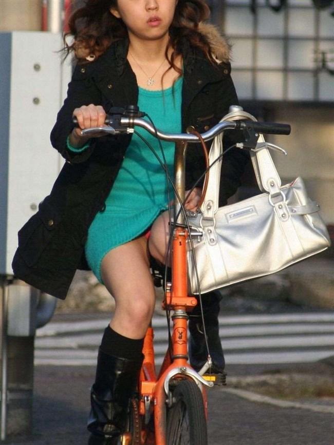 パンツ丸見え!ミニスカなのに自転車に乗ると当然こうなるwwwwwwww0007shikogin