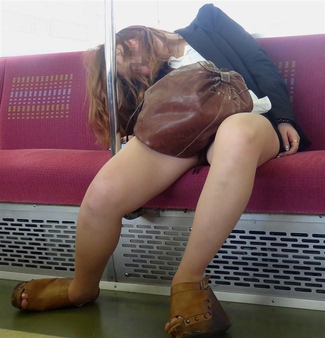 電車内で寝てしまいお股が緩んでしまうお姉さん可愛すぎwww0002shikogin