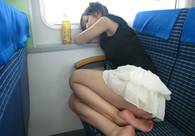 電車内で寝てしまいお股が緩んでしまうお姉さん可愛すぎwww0003shikogin