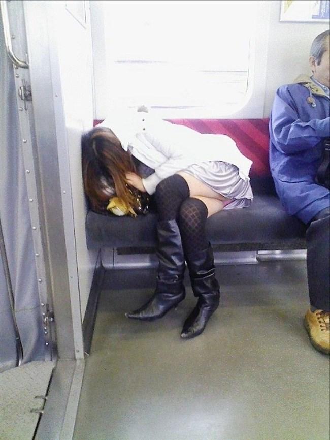 電車内で寝てしまいお股が緩んでしまうお姉さん可愛すぎwww0005shikogin