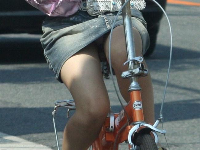 ミニスカ女子と自転車のコラボが予想通りパンチラしまくりwww0002shikogin