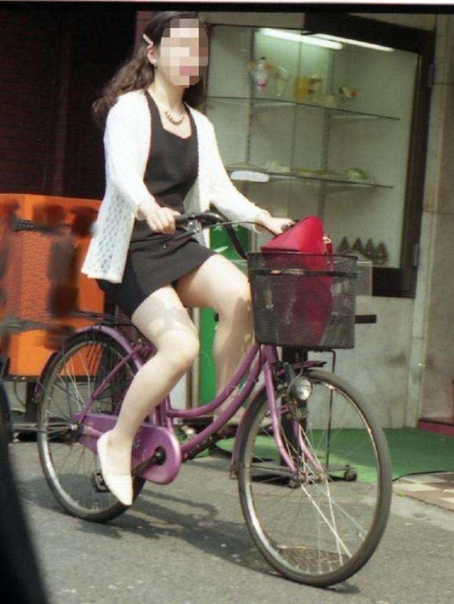 ミニスカ女子と自転車のコラボが予想通りパンチラしまくりwww0007shikogin