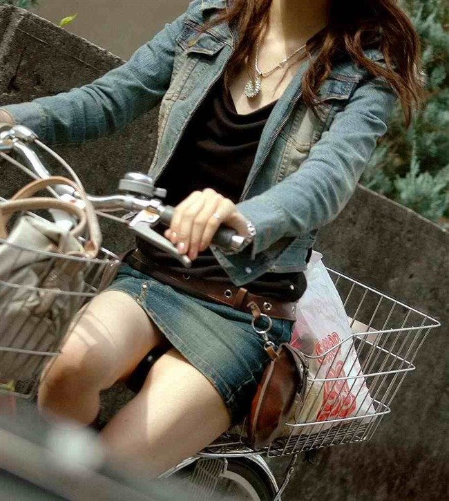 ミニスカ女子と自転車のコラボが予想通りパンチラしまくりwww0010shikogin