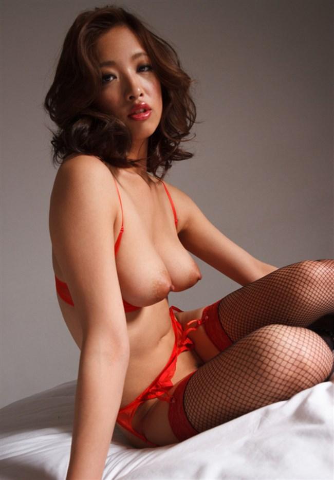 横乳がそそる全裸の綺麗なお姉さん画像まとめwww0007shikogin