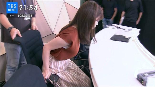 河野千秋~TBS-NEWSでの黄色ニット服のデカい膨らみと衝撃の白ブラチラ!0011shikogin