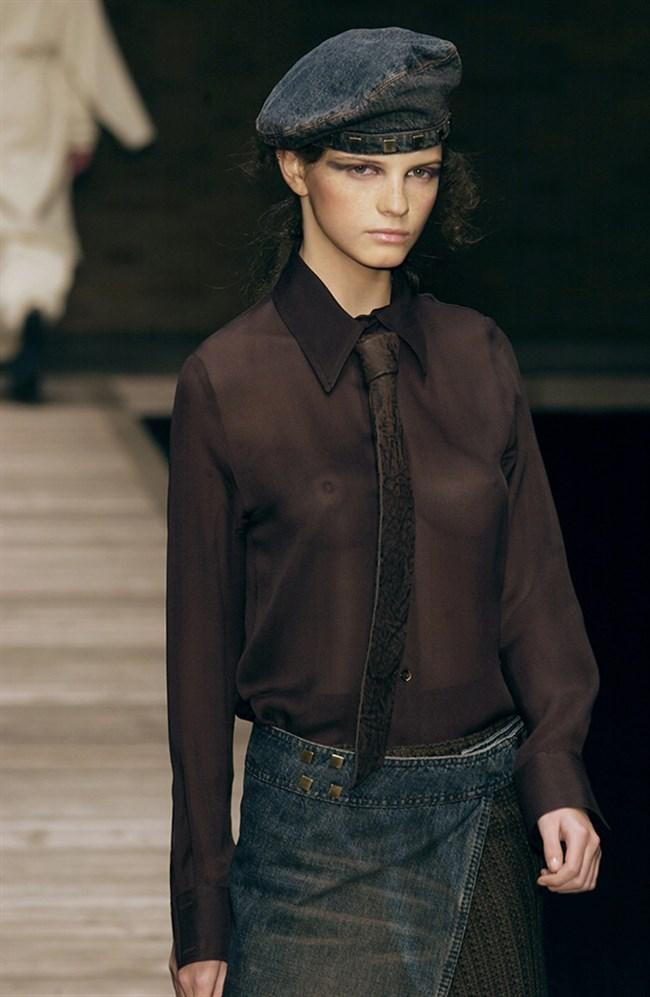 すっけすけ衣装で乳首が丸見えなのに平気でランウェイを歩くモデルのお姉さんwwww0017shikogin