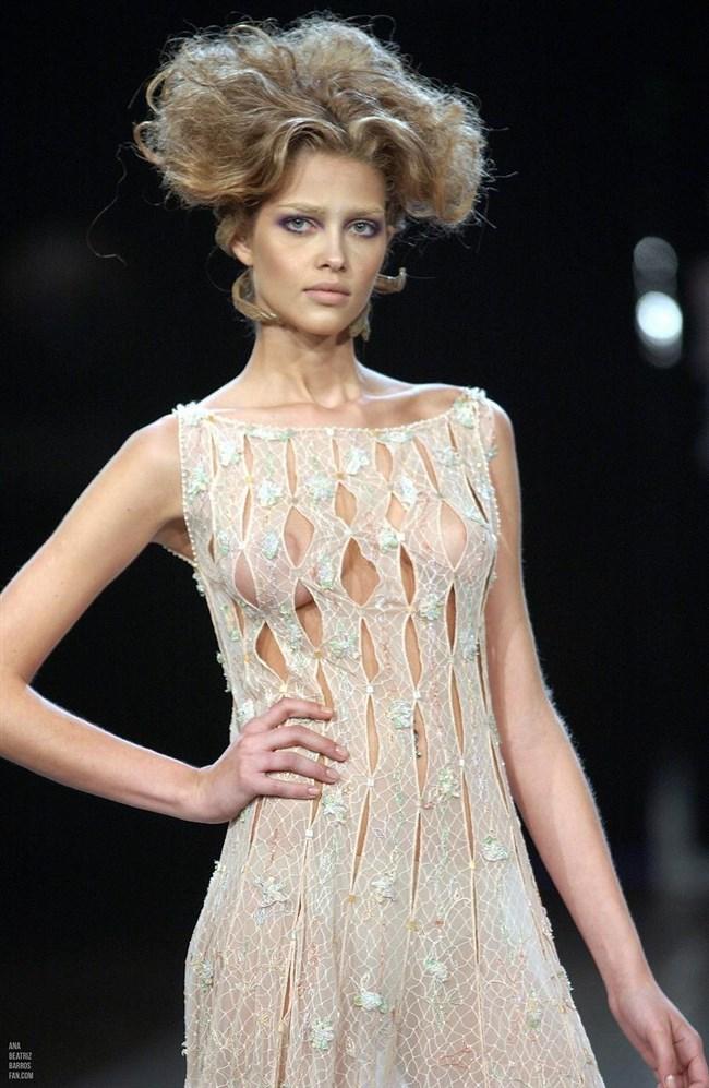 すっけすけ衣装で乳首が丸見えなのに平気でランウェイを歩くモデルのお姉さんwwww0019shikogin