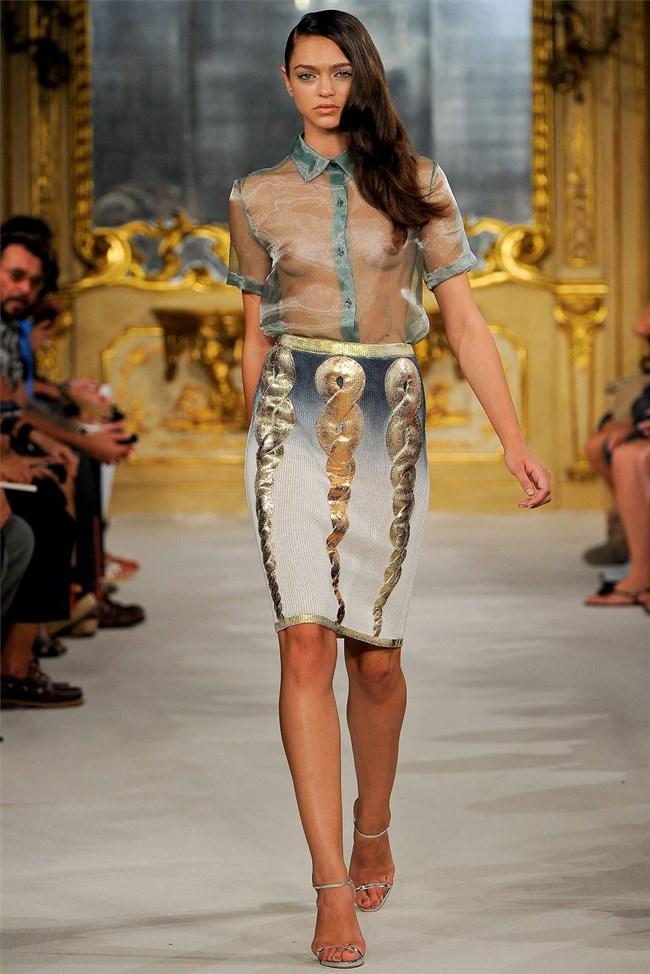 すっけすけ衣装で乳首が丸見えなのに平気でランウェイを歩くモデルのお姉さんwwww0007shikogin