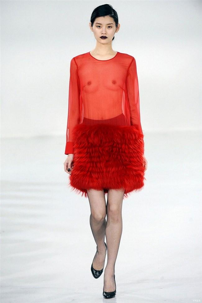 すっけすけ衣装で乳首が丸見えなのに平気でランウェイを歩くモデルのお姉さんwwww0009shikogin