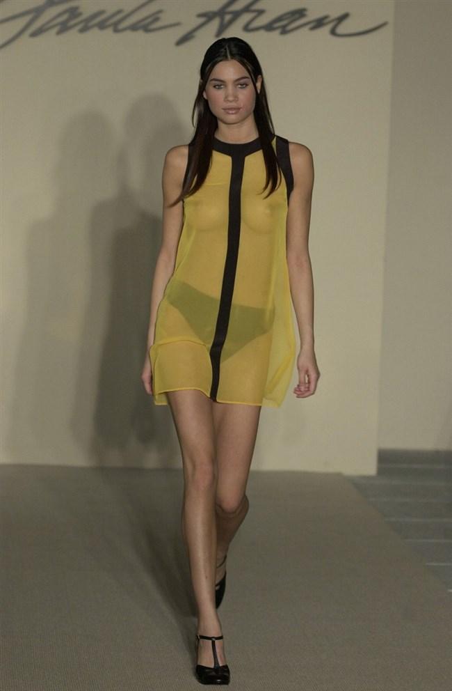 すっけすけ衣装で乳首が丸見えなのに平気でランウェイを歩くモデルのお姉さんwwww0011shikogin