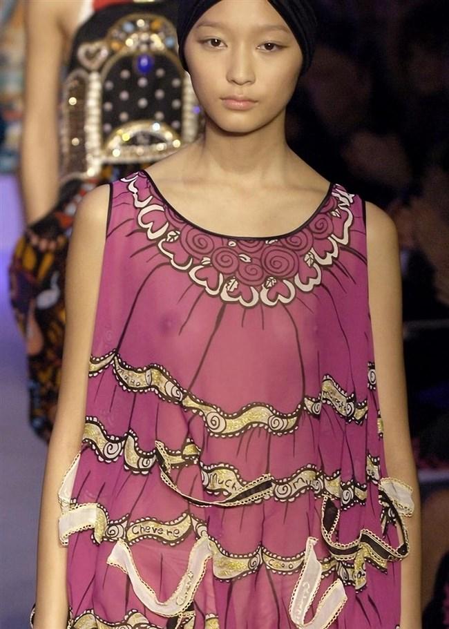 すっけすけ衣装で乳首が丸見えなのに平気でランウェイを歩くモデルのお姉さんwwww0014shikogin