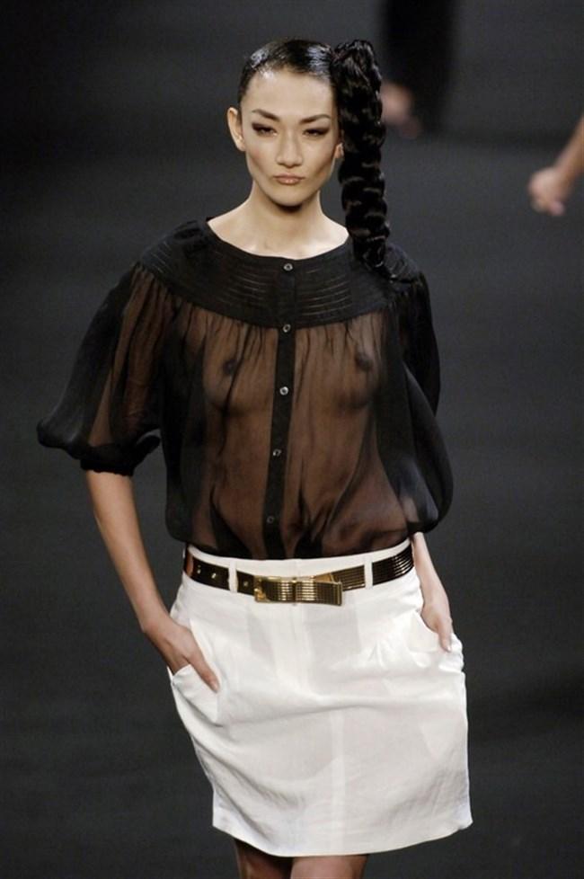 すっけすけ衣装で乳首が丸見えなのに平気でランウェイを歩くモデルのお姉さんwwww0021shikogin
