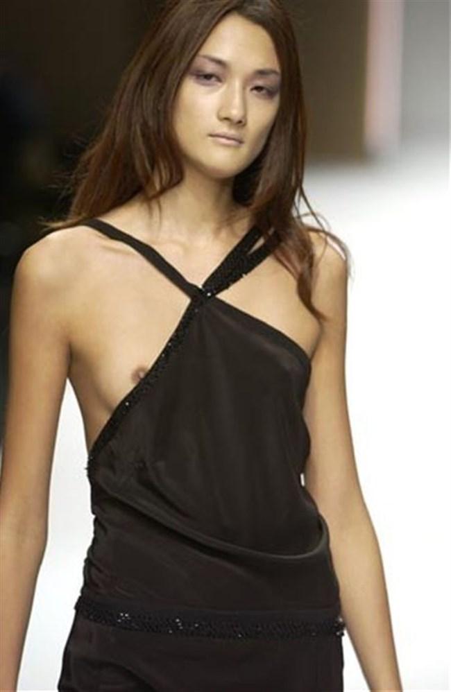 すっけすけ衣装で乳首が丸見えなのに平気でランウェイを歩くモデルのお姉さんwwww0023shikogin