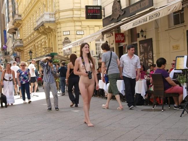 がっつり街の人に見られてる露出狂全裸女子がハイレベル過ぎwwww0016shikogin