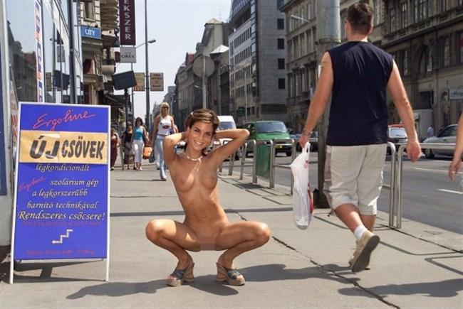 がっつり街の人に見られてる露出狂全裸女子がハイレベル過ぎwwww0018shikogin