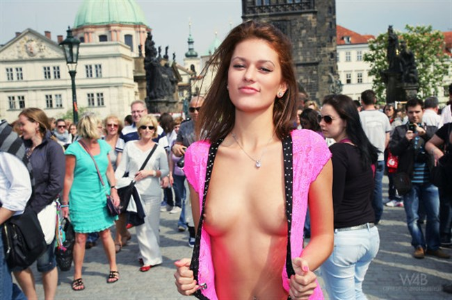 がっつり街の人に見られてる露出狂全裸女子がハイレベル過ぎwwww0019shikogin