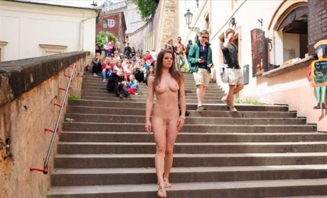がっつり街の人に見られてる露出狂全裸女子がハイレベル過ぎwwww0005shikogin