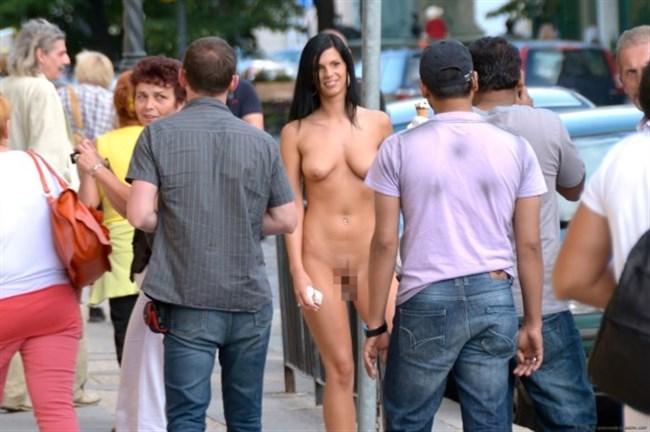 がっつり街の人に見られてる露出狂全裸女子がハイレベル過ぎwwww0013shikogin