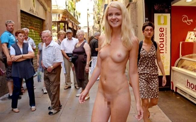 がっつり街の人に見られてる露出狂全裸女子がハイレベル過ぎwwww0015shikogin