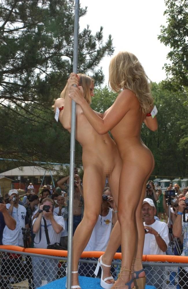 がっつり街の人に見られてる露出狂全裸女子がハイレベル過ぎwwww0025shikogin