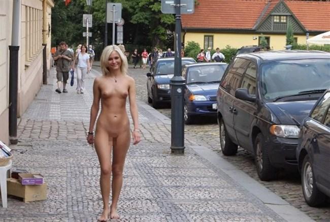 がっつり街の人に見られてる露出狂全裸女子がハイレベル過ぎwwww0026shikogin