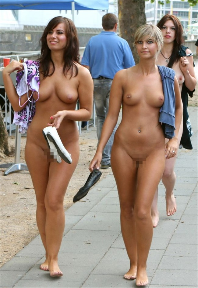 がっつり街の人に見られてる露出狂全裸女子がハイレベル過ぎwwww0027shikogin