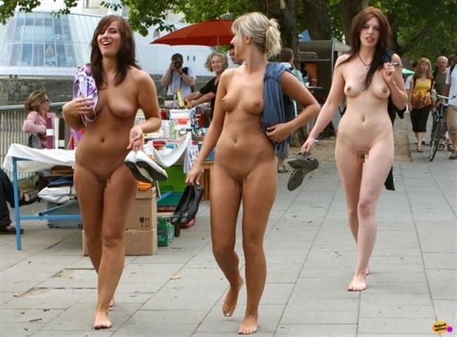 がっつり街の人に見られてる露出狂全裸女子がハイレベル過ぎwwww0028shikogin