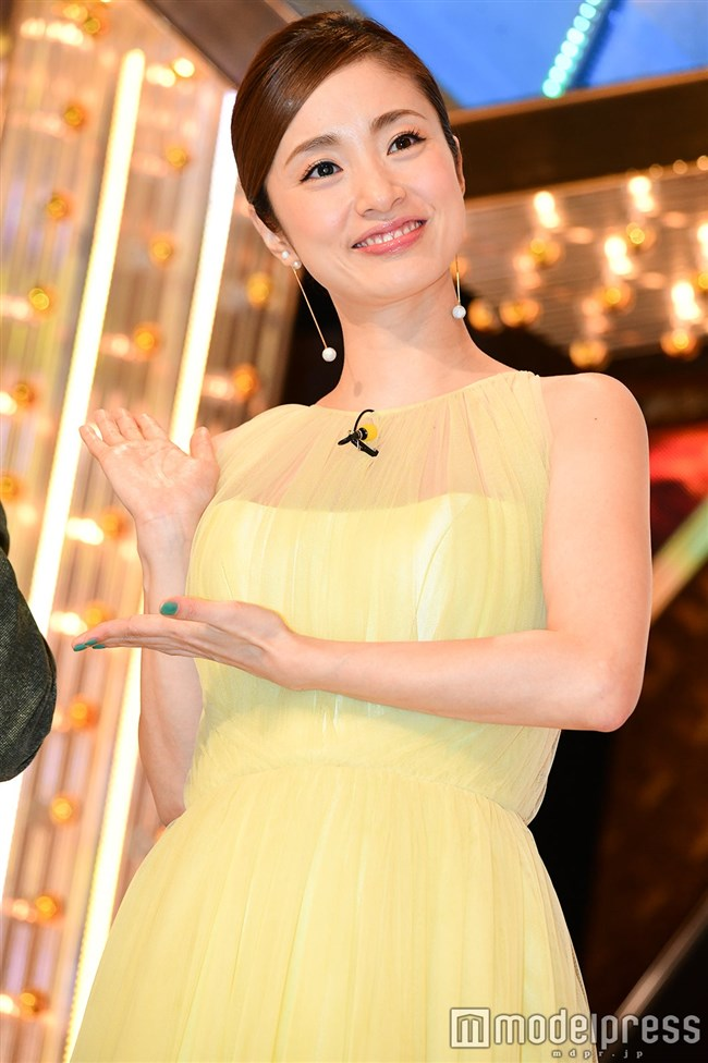 上戸彩~M-1グランプリ2019司会での透けレースの衣装はエロ過ぎて超興奮した!0007shikogin