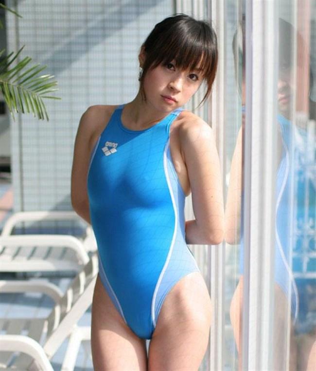 欲情が止まらない競泳水着姿のお姉さんエロ画像www0007shikogin