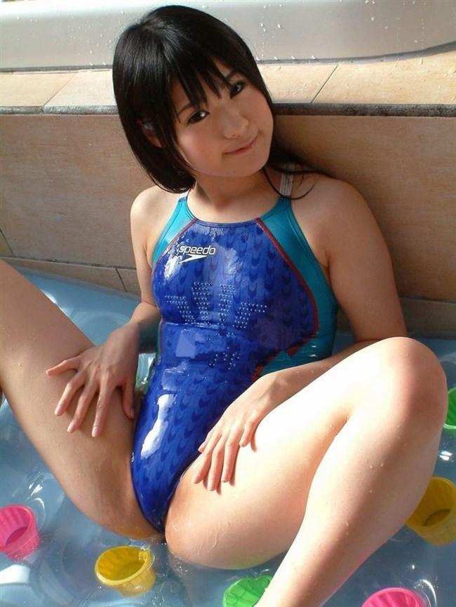 欲情が止まらない競泳水着姿のお姉さんエロ画像www0024shikogin
