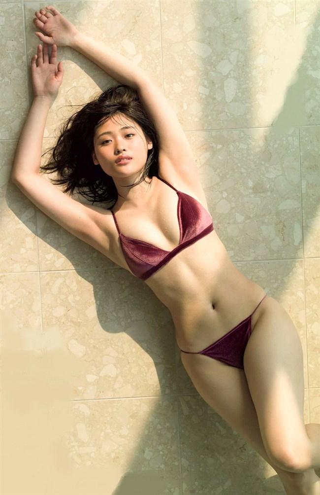 石田桃香~Rの法則アイドルが週刊ヤングジャンプでムッチリ最新水着グラビア!0005shikogin